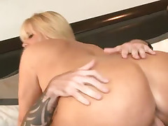 Stacked cougar Karen Fisher likes to well-endowed between the sheets