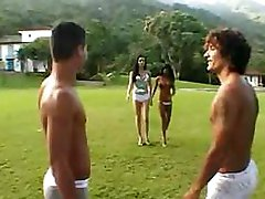 Outdoor 4some with a skilful t-girl