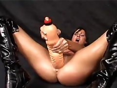 Lolly Badcock fisting herself