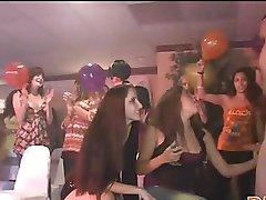 Floozy fingering in club