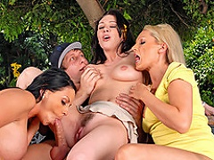 Rayveness brings home Danny Wylde to give him a pizza delivery that...