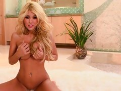 Gorgeous Blonde plays with her perfectly round marangos
