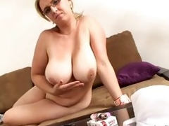 Sexy cougar Lucy Rose-coloured smoking