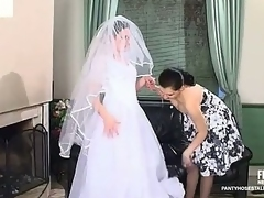 Filthy bride going down for unadulterated bawdy cleft-munching 'round luxury hose