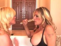 Ginger Lynn and Debi Diamond do Smutty Dyke love