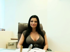 Hot porn stars Aletta Ocean & Aleska Diamond are good at giving orall-service sex