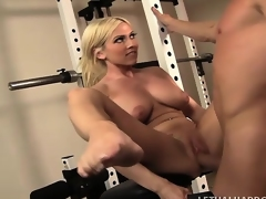 Muscular kermis cougar there fabulous big milk cans Christie Stevens receives fucked in the gym