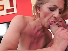 Hairy vintage granny gets a maturing cock inside her wet make away