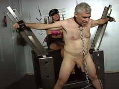2 horny floozy tortured a old guy !