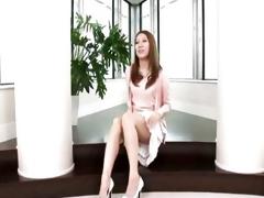 Tenebrous Asian girl tries sperm